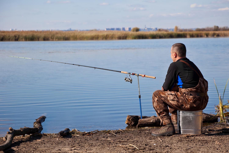 Для рыбака удочка только нужна и река